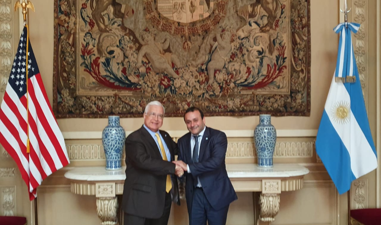 Herrera Ahuad se reunió con el embajador Edward Prado para potenciar vínculos con Estados Unidos