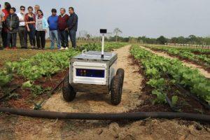 Arce acompaño el lanzamiento del Sistema Robótico Agroexplorador de Smart Cultiva y de la Escuela de Robótica