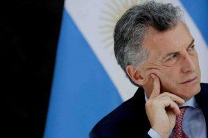 Fitch alertó a la región por la crisis argentina y FMI estimó que el país caerá 3,1%