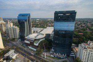 """Economis en Asunción: El turismo de shopping de lujo tipo Miami, a pocas horas de Posadas, y otra marca del """"milagro"""" paraguayo"""