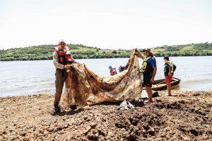 Se realizó la tercera edición de la limpieza binacional del río Uruguay