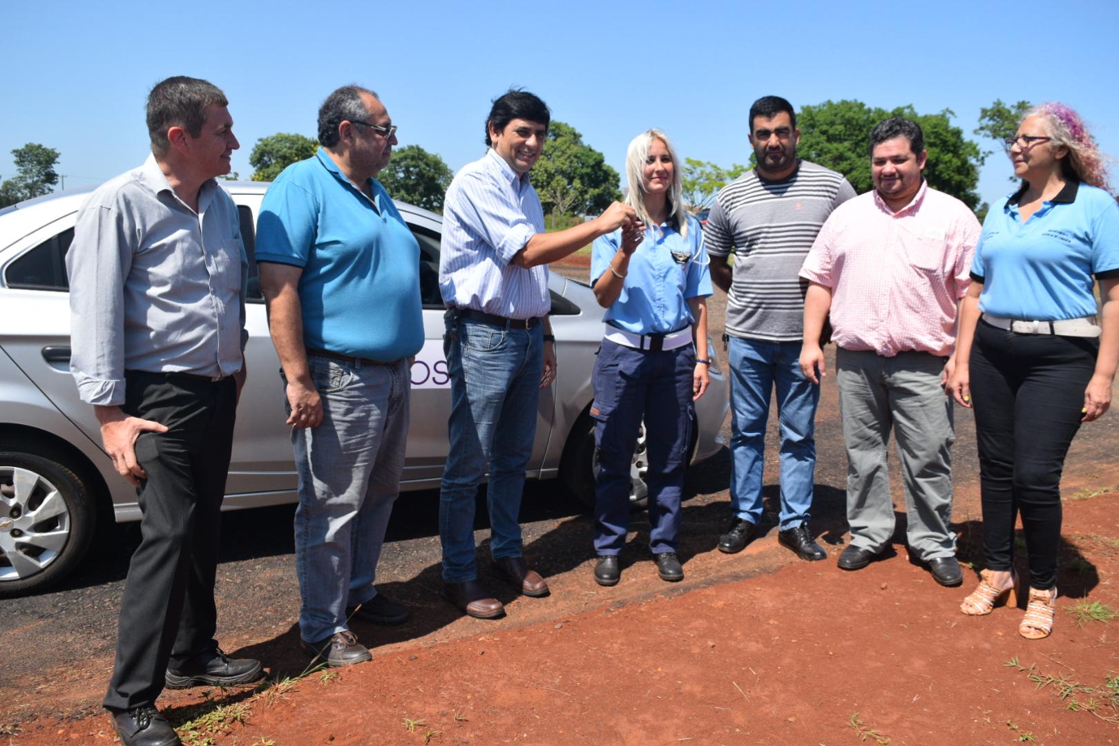 Losada presentó el auto de doble comando para la escuela de manejo del municipio
