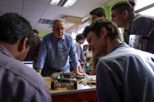 Passalacqua entregó kits de impresoras 3D en la EPET 1 de Posadas