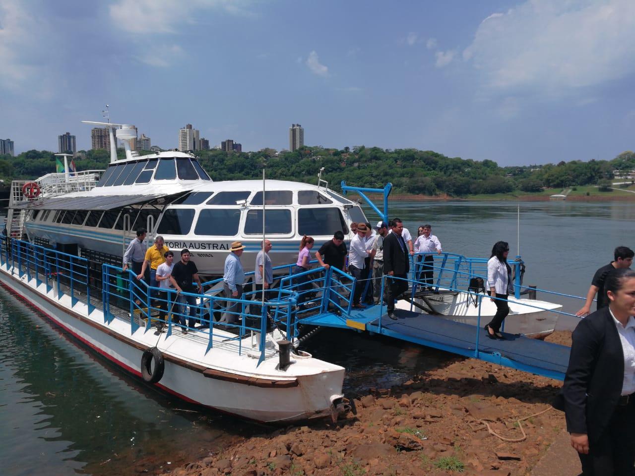 Travesía Trinacional desde Iguazú a abordo de un catamarán