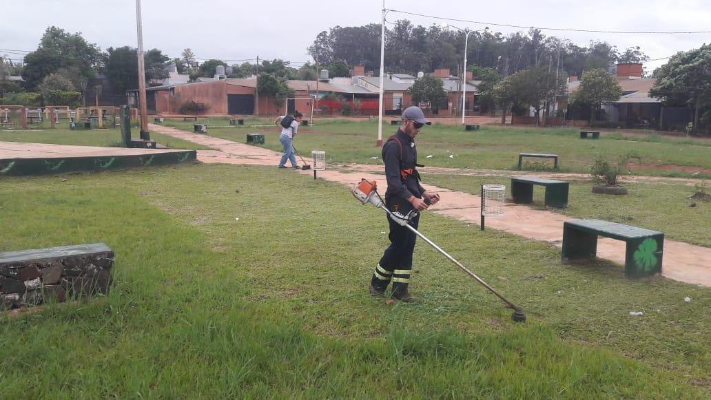Realizan operativo de limpieza y desmalezamiento en la EPET N°36 y en barrios de Itaembé Miní Oeste