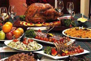 Para llevar una alimentación saludable en las fiestas de Navidad y Año Nuevo recomiendan planificar el menú