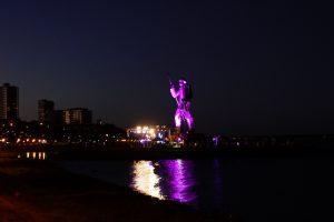 Al pie del monumento en la Costanera, homenaje con músicos populares a Andresito