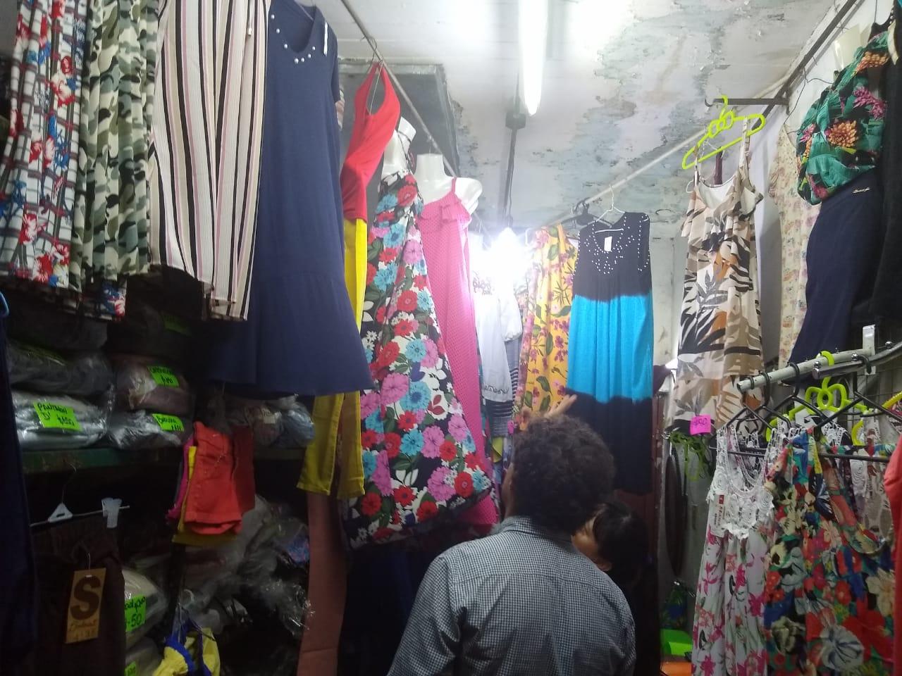 Funcionarios municipales se reunieron con vendedores de La Placita