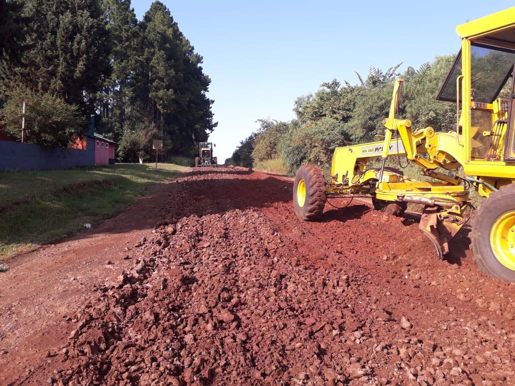 Vialidad Provincial trabaja en mejoras de caminos terrados en Apóstoles