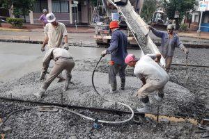 Trabajan en la readecuación de calle Buenos Aires para la circulación de colectivos