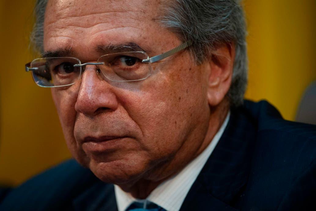El Gobierno de Bolsonaro, al defender la devaluación en Brasil: «Hasta las empleadas domésticas iban a Disney»