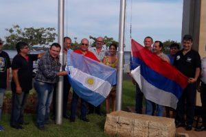 """Nuevas Banderas en el monumento """"Héroes de Malvinas"""""""