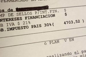 A la vuelta de Brasil, hay que pagar la tarjeta: ¿Cómo se calcula el impuesto PAIS del 30% a las compras? ¿Cómo evito los altos intereses?