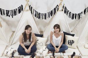 Campamento y rayuela, el emprendimiento de dos amigas para que los chicos vuelvan a jugar en casa