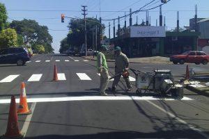 Intensifican trabajos de demarcación horizontal en avenidas