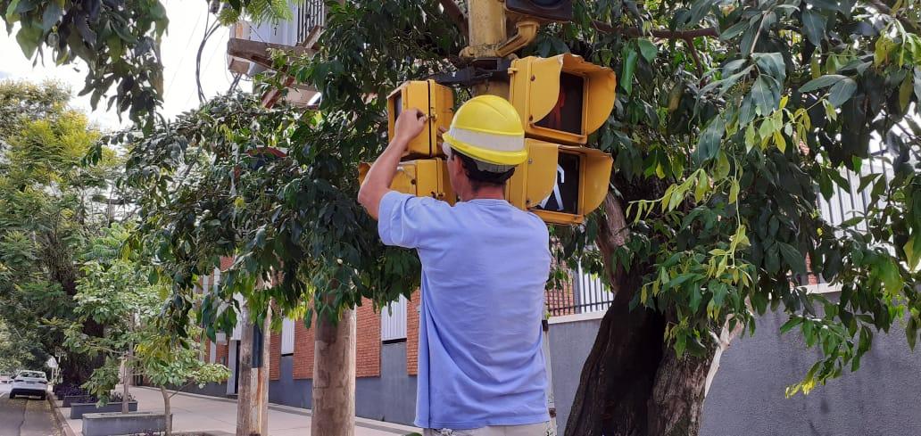 Reprogramaron el semáforo de  Rademacher y Trincheras de San José