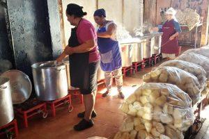 Las cocinas centralizadas garantizan la entrega de alimento a los comedores