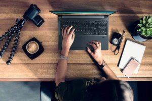 Cuarentena: ¿Muchas horas frente a tu laptop? Buscá la postura correcta